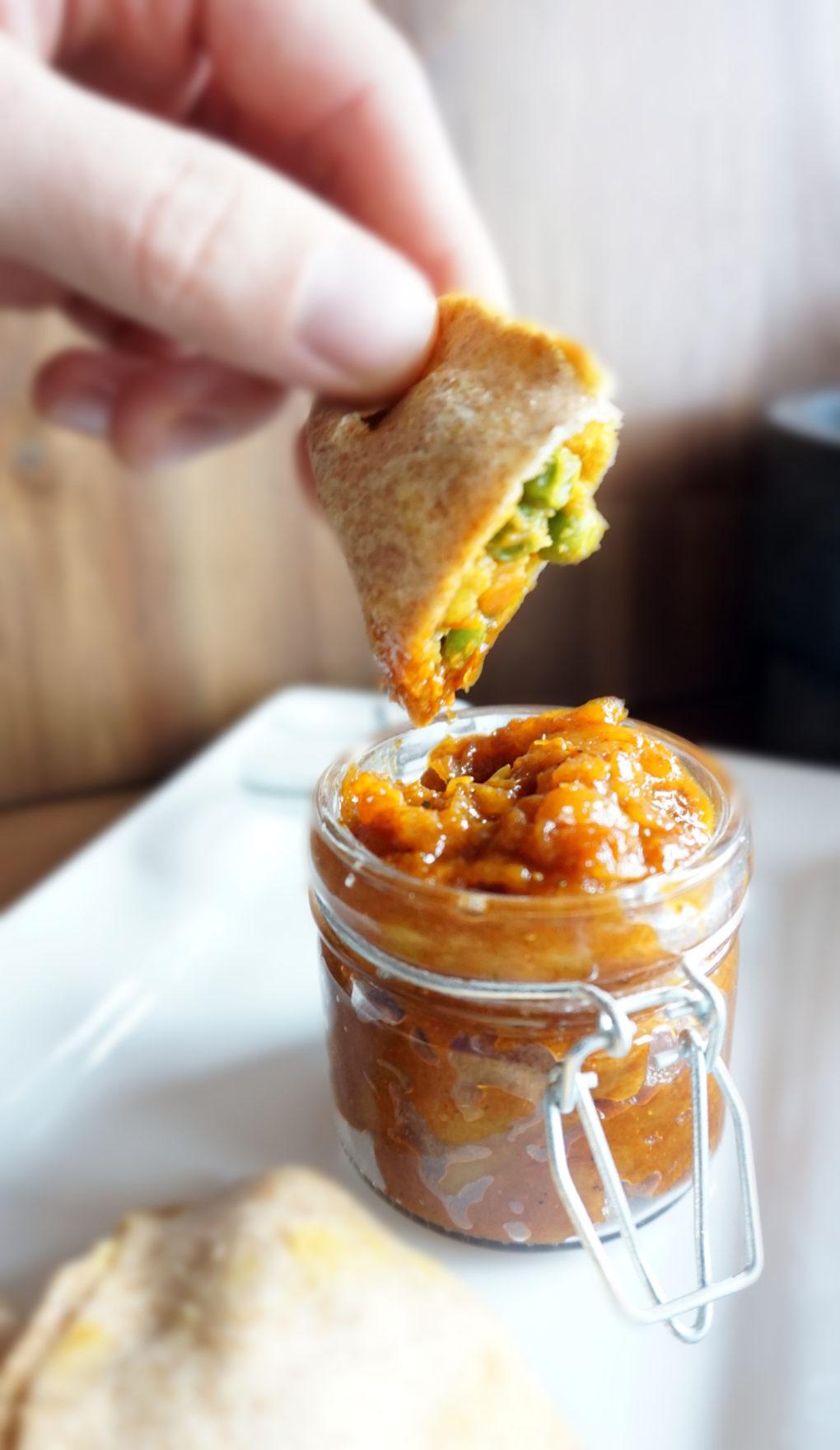 Vegane Samosas mit Mango-Dip
