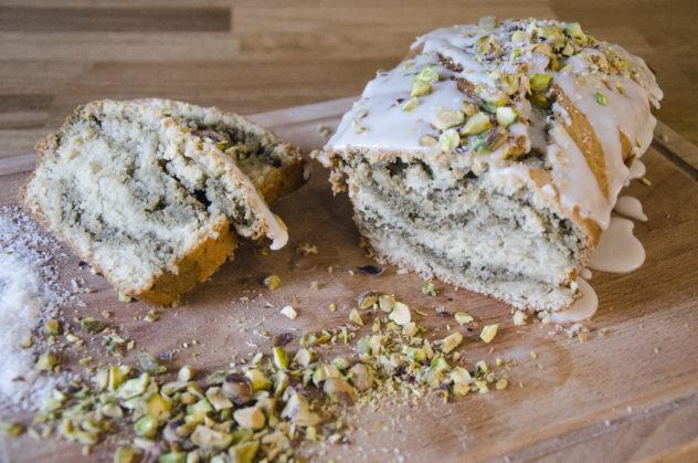 Veganer Kokos-Matcha-Kuchen für den Frühling
