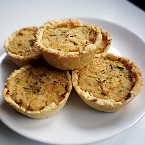 Mini-Zwiebelkuchen, deftig und vegan